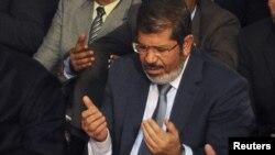 مرسي يحضر صلاة الجمعة في جامع الأزهر بالقاهرة
