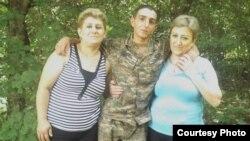 Կենտրոնում` 19-ամյա զինծառայող Տիգրան Համբարձումյանը, ում դիակը հայտնաբերվել է հունիսի 29-ին