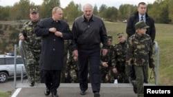 Уладзімір Пуцін іАляксандар Лукашэнка навучэньнях «Захад-2013».