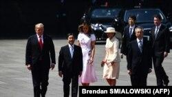 Президент Дональд Трамп Япония императори Нарухито билан.