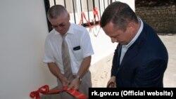 Голова адміністрації Ялти Олексій Челпанов відкриває опорний пункт «швидкої допомоги» в Форосі, 2 серпня 2018 року