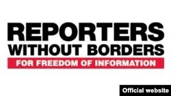"""Логотип международной правозащитной организации """"Репортеры без границ""""."""