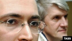 Приставы пока не уточняют, какое именно имущество Михаила Ходорковского и Платона Лебедева разыскивают и о каких суммах взыскания долга идет речь