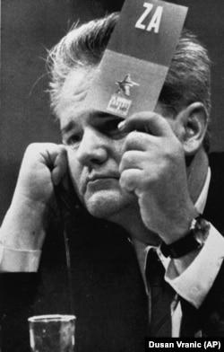 Слободан Мілошевич на з'їзді компартії, 1990 рік