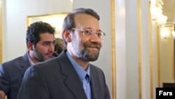 علی لاريجانی از اعضای سابق دفتر سياسی سپاه پاسداران به شمار می رود.(عکس: فارس)