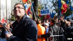 Moldova -- Leader of Moldova's 'Our Party' Renato Usatii, the Mayor of Balti, attends the protest in front of the Parliament Building in Chisinau, October 15, 2015