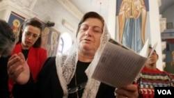 Христиане в церкви. Иран. Иллюстративное фото.
