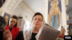 Иран христиандары шіркеуде жоралғысын өтепі тұр. Көрнекі сурет