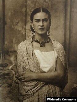 Фриданын атасы Гилермо Кало тарткан фотографиясы. 1932-жыл.
