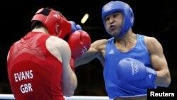 Серик Сапиев в финальном бое против Фредди Эванса. Лондон, 12 августа 2012 года.