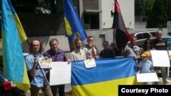 Украин телен яклап оештырылган чара 11 июльдә Прагадагы Украина илчелеге каршында да узды