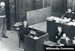 Фельдмаршал Фрідріх Паулюс, узятий в полон у Сталінграді наприкінці січня 1943 року, свідчить на засіданні Нюрнберзького трибуналу, 11 лютого 1946 року