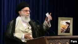 رهبر جمهوری اسلامی از خرید ملک در خارج از کشور توسط ایرانیها به عنوان یک «مشکل» نام برده است.