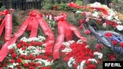 Медет Садыркуловдун сөөгү Боз-Бөлтөктөгү мүрзөгө коюлду. 12-апрель,2009-жыл.