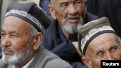 Ethnic Uzbeks attend a rally in the town of Jalalabad in April 2010.