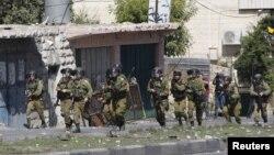 Ushtarët izraelitë gjatë një përleshjeje me protestuesit palestinezë në Hebron gjatë tetorit të vitit 2015
