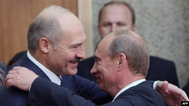 Belarusian President Alyaksandr Lukashenka (left) with Vladimir Putin -- no longer so friendly?