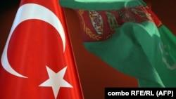 Türkiýäniň we Türkmenistanyň baýdaklary