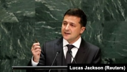 Образ Зеленского, сказавшего с трибуны ООН, что человеческая жизнь сегодня имеет цену той пули, которую он держит в руках, похоже, глубоко врезался в сознание многих в Грузии