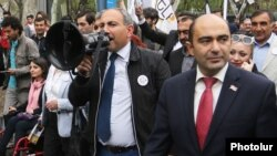 Armenia - Nikol Pashinian (C) and Edmon Marukian (R), leaders o the opposition Yelk alliance, campaign for mayoral elections in Yerevan, 21Apr2017.
