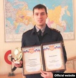 Начальник спецотдела ИК-5 Глеб Кузнецов, который, по словам заключённых, препятствует отправке корреспонденции за пределы колонии