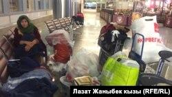 Гулькан, мигрантка, которая временно живет в аэропорту в Москве.