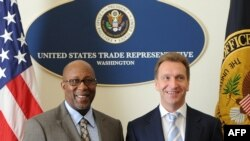 U.S. Trade Representative Ron Kirk (left) and Russian First Deputy Prime Minister Igor Shuvalov (file photo)