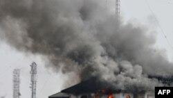 По официальным данным, пожар в здании ГКНБ возник из-за короткого замыкания в электропроводке.