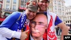 Российские футбольные болельщики во Франции
