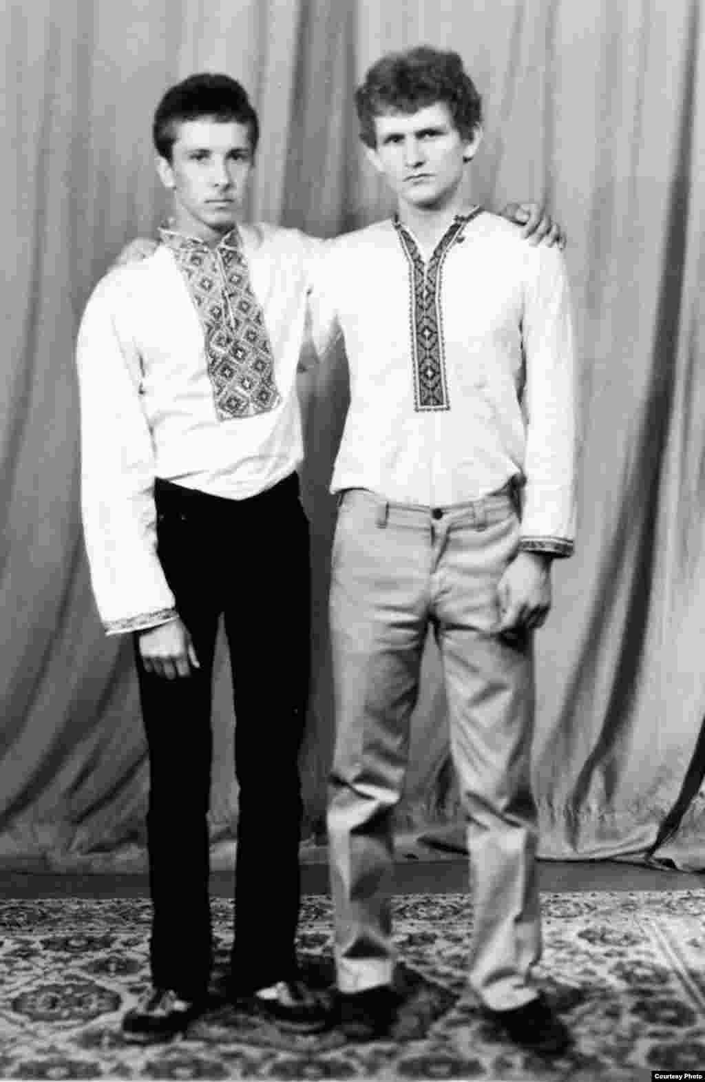 Сябры-студэнты Эдуард Акулін і Алесь Бяляцкі. Гомель, 1980 г.