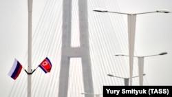 Steagurile celor două țări la Vladivostok
