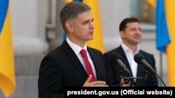 Министр иностранных дел Украины Вадим Пристайко (на переднем плане) и президент Украины Владимир Зеленский. Киев, 12 октября 2019 года.