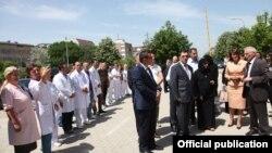 Delegacioni nga Emiratet e Bashkuara Arabe me presidenten Jahjaga në vendin ku do të ndërrtohet spitali pediatrik kirurgjik
