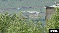 Satul Kveshi (districtul Gori district), unde forțele ruse au demarcat o nouă frontieră între Oseția de Sud și Georgia