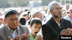 Кыргызстанда дин кармагандардын басымдуу бөлүгүн мусулмандар түзөөрү айтылат.