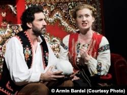 Иван и Наташа символизируют Россию