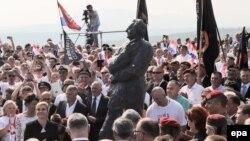 Spomenuk Franji Tuđmanu u Kninu