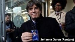 Бывший лидер Каталонии Карлос Пучдемон с пропуском в Европарламент