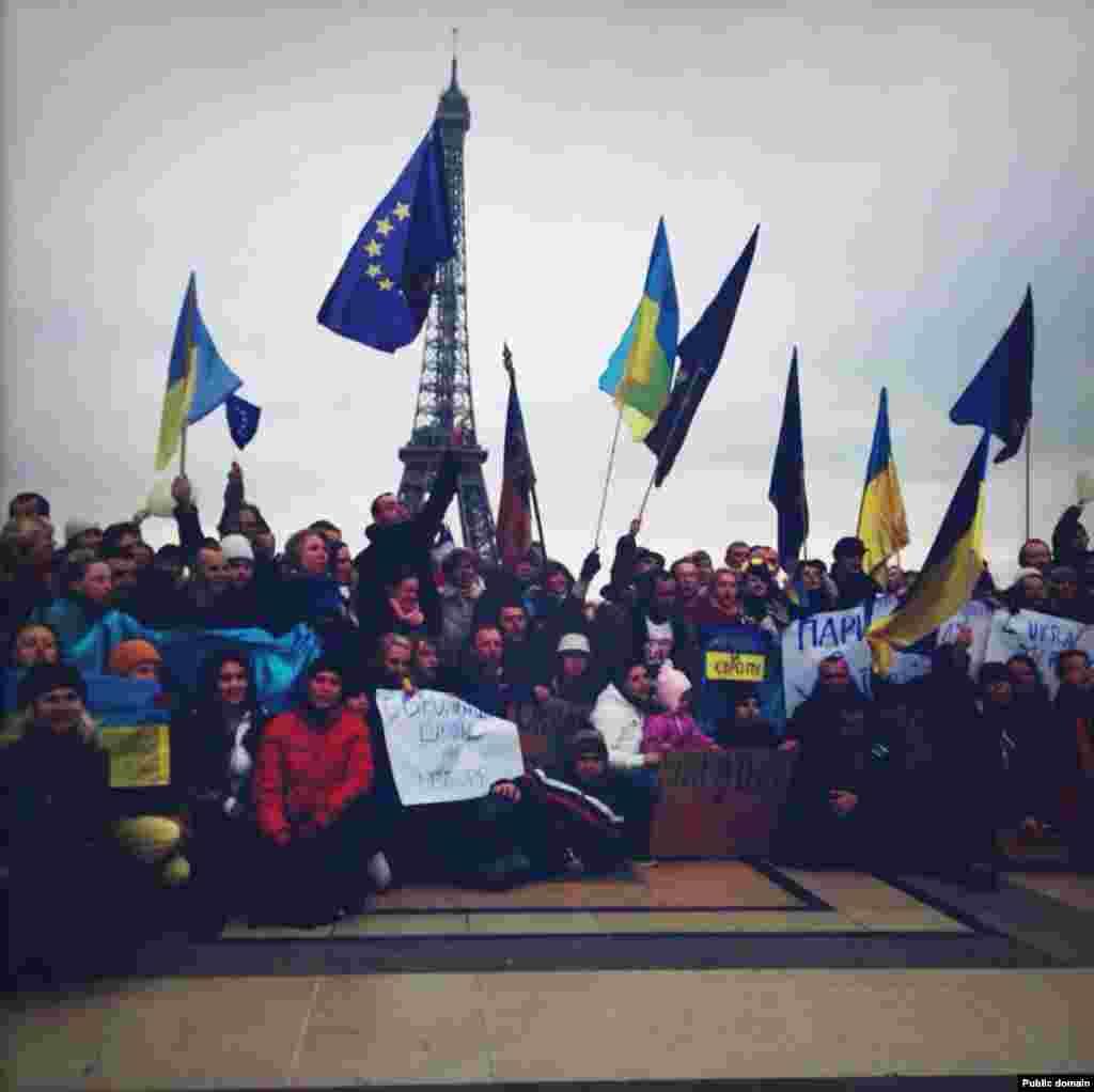 Евромайдан в Париже (фото с Facebook Ioulia Shukan)