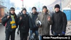 Ярослав Синиця (другий справа)
