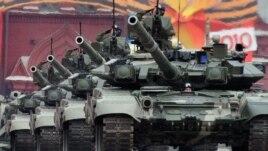 Российские танки Т-90 на Красной площади, репетиция Парада Победы, 2010 год