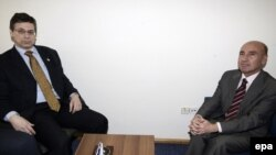 احمد اوگوز چلیکول، سفیر ترکیه در اسرائیل (راست) دانی آيالون، معاون وزير خارجه اسرائيل