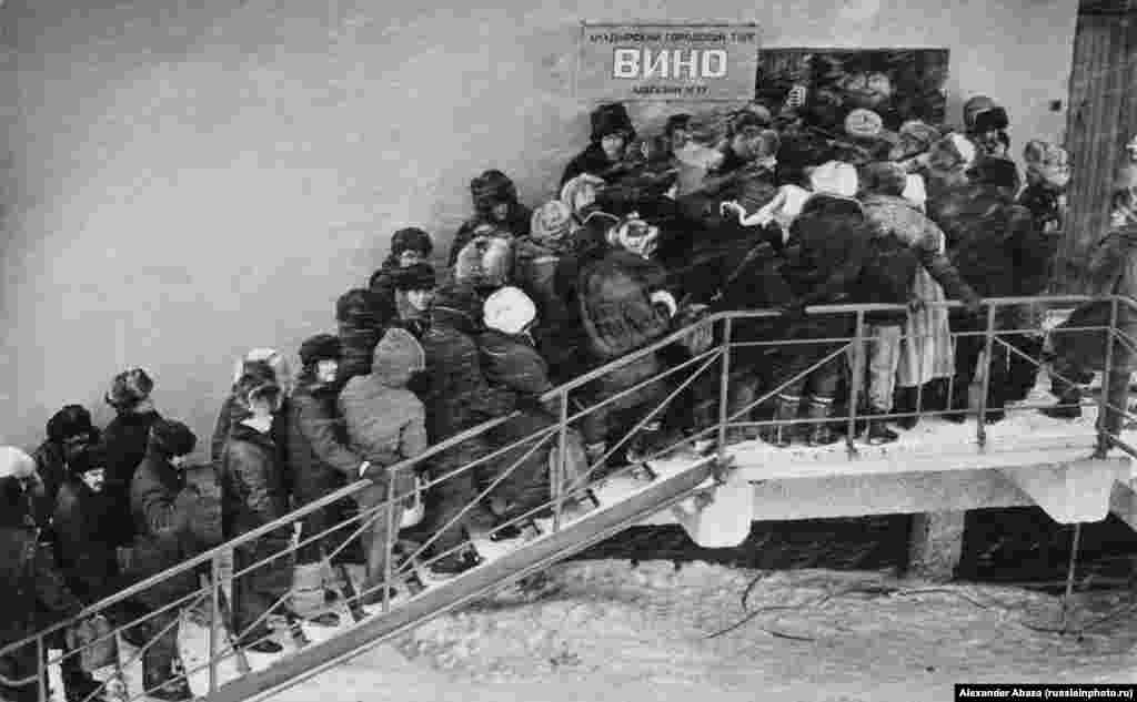 """Queue for vodka"" on a cold day in Chukotka in 1985."
