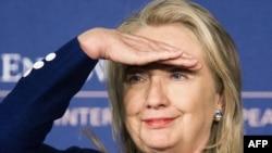 АҚШ мемлекеттік хатшысы Хиллари Клинтон діни сенім бостандығы туралы баяндама жасап тұр. Вашингтон, 30 шілде 2012 жыл