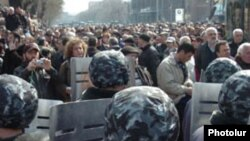 Armenia -- Riot police confront opposition protesters in Yerevan on 01Mar2008