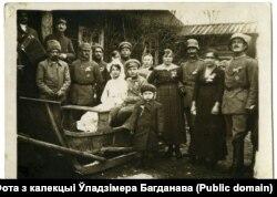 Немцы на вясельлі рускага салдата і беларускі. Крэва, 1918
