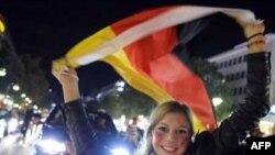 ابراز خوشحالی تماشگران آلمانی از صعود تیم ملی این کشور به مرحله یک چهارم پایانی.(عکس: AFP)