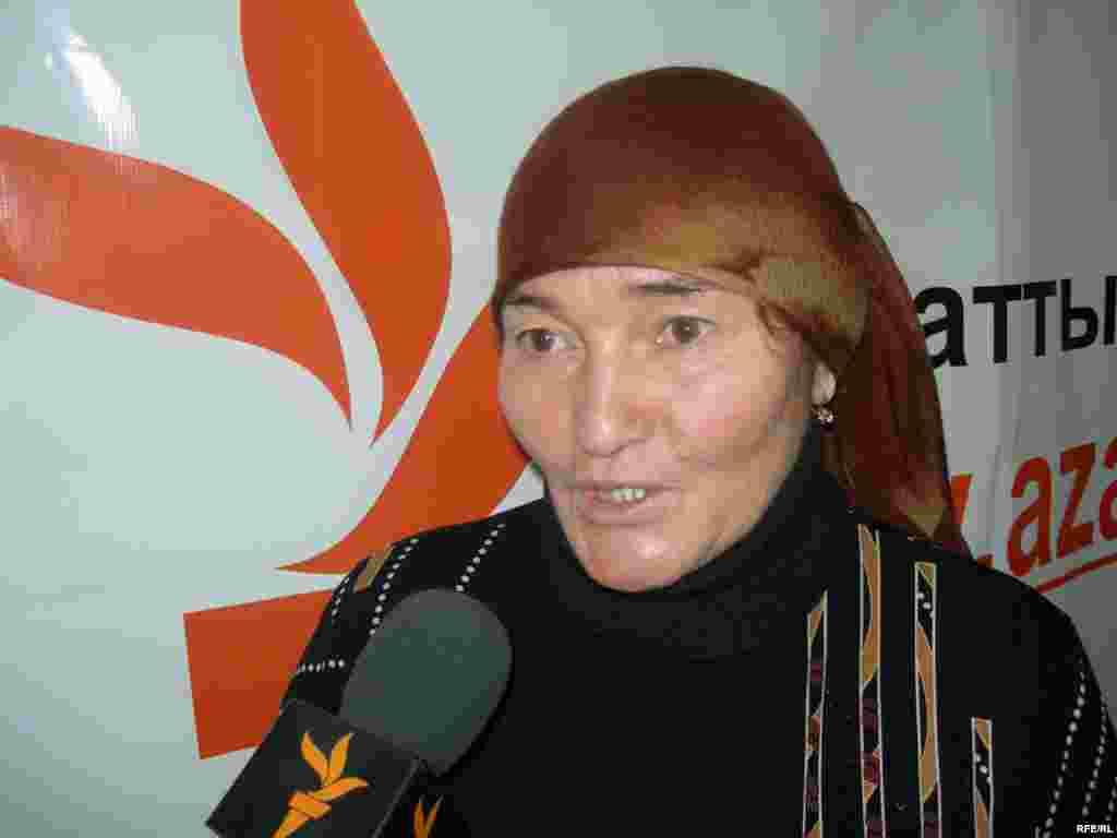 Алтынай Асанова, мать Ляззат, не может добиться признания обстоятельств гибели дочери вот уже более четверти века. Алматы, 14 декабря 2008 года.