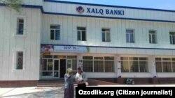 Suratda: Xalq banki Buvayda tuman filiali.