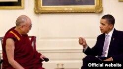 Presidenti Obama (djathtas) gjatë një takimi të mëparshëm me liderin Dalai Lama në Shtëpinë e Bardhë